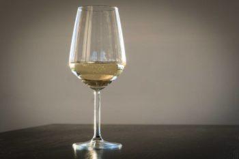 Calice vino bianco giovane