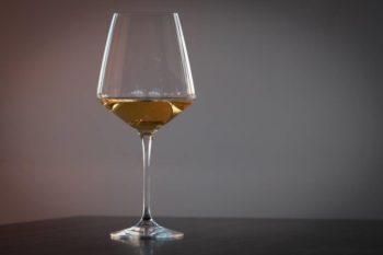 Calice vino bianco invecchiato